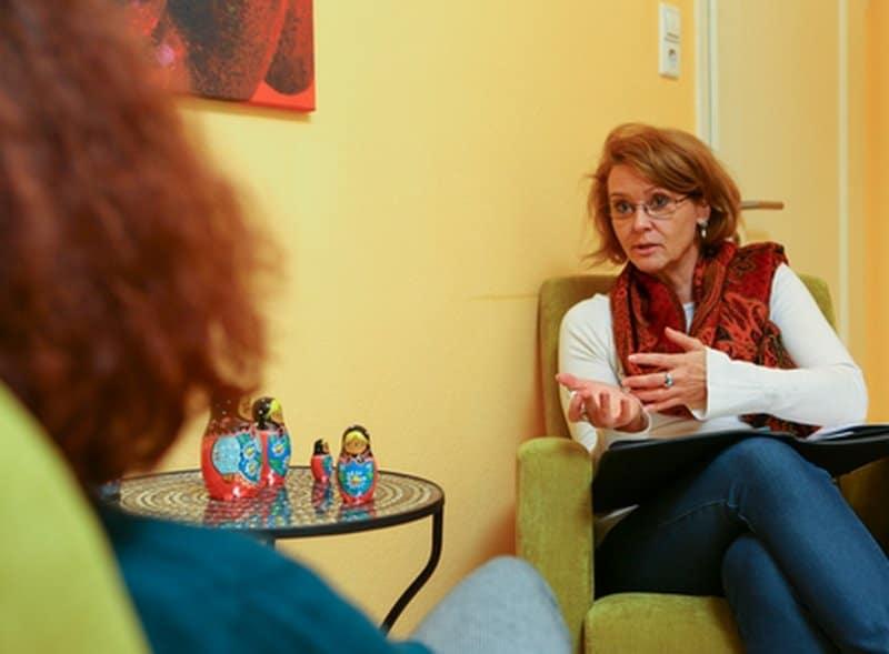 Elke Groeger im Therapiegespräch - Therapie und Coaching in Stuttgart